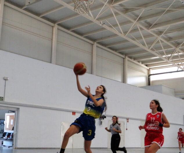 Image: Une femme junior bat Paidos