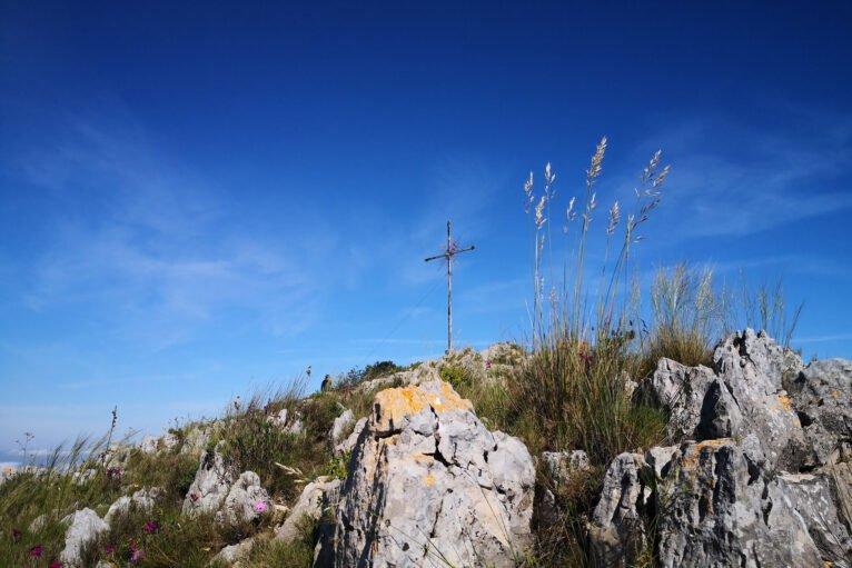 Llegada a la Creueta desde la cresta rocosa del Montgó