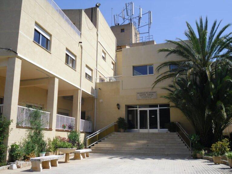 Puerta de la residencia Santa Llúcia