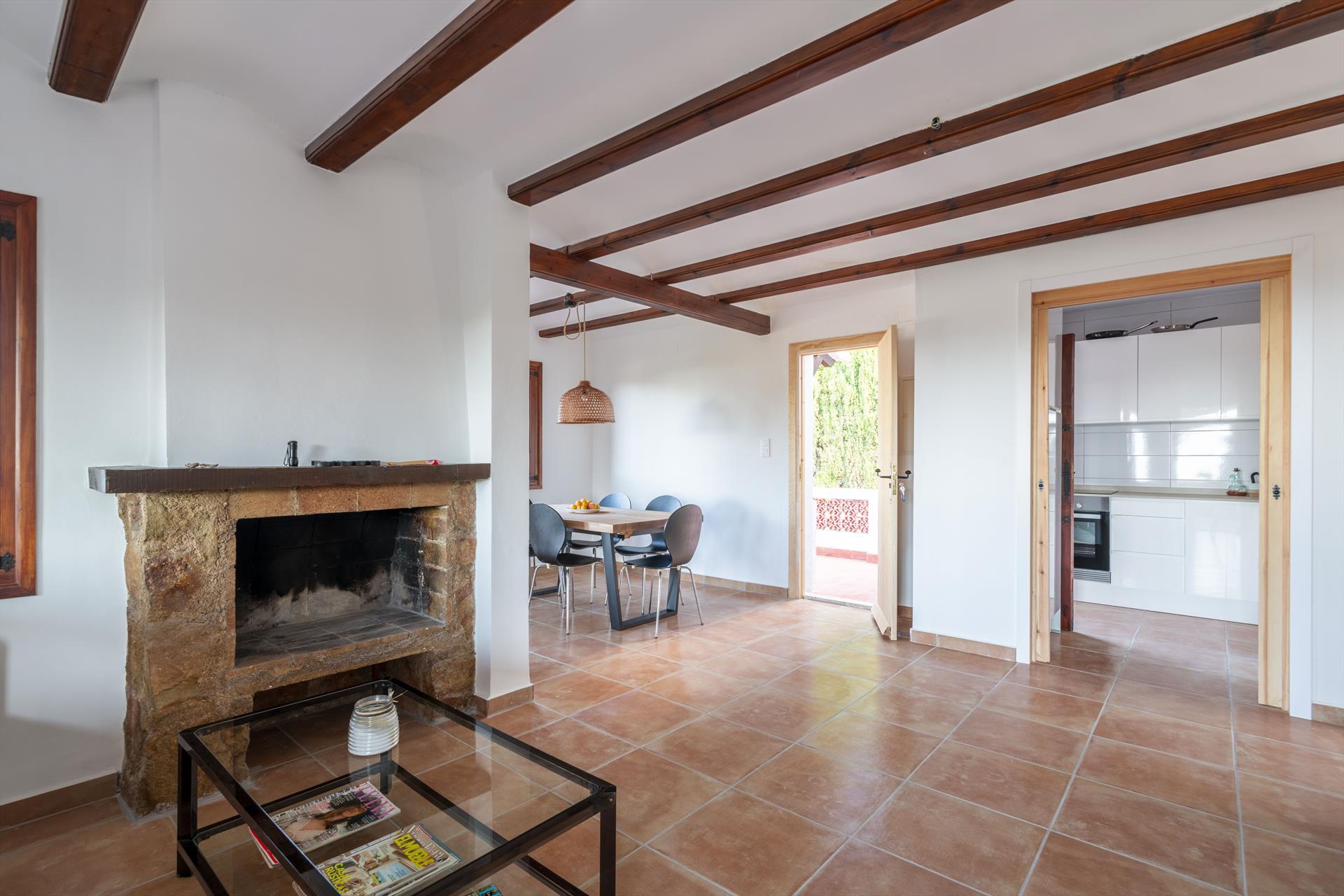 Salón comedor de una casa de vacaciones para siete personas en Dénia – Aguila Rent a Villa