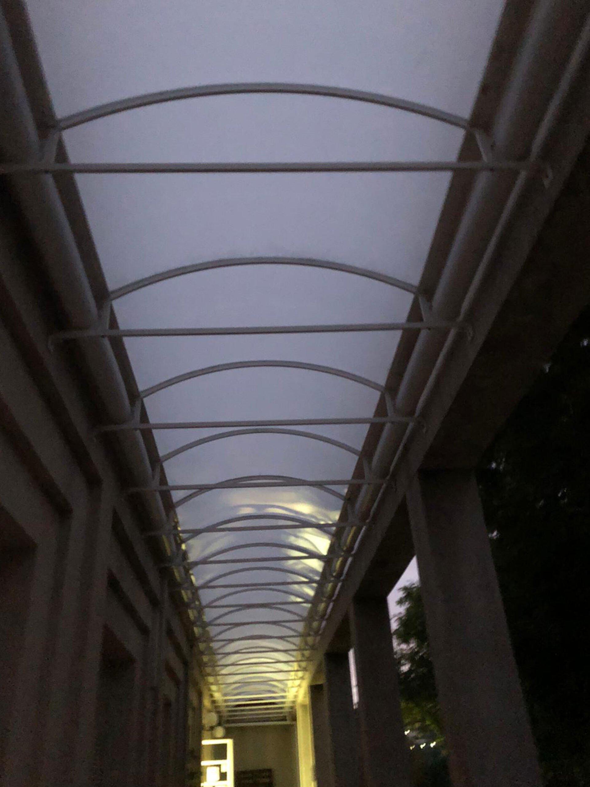 Vista desde el interior de un techo fijo – Alucardona Pvc y Aluminios, S.L.