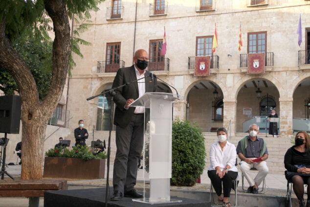 Imagen: Vicent Grimalt durante el homenaje a los sanitarios del 9 d'Octubre