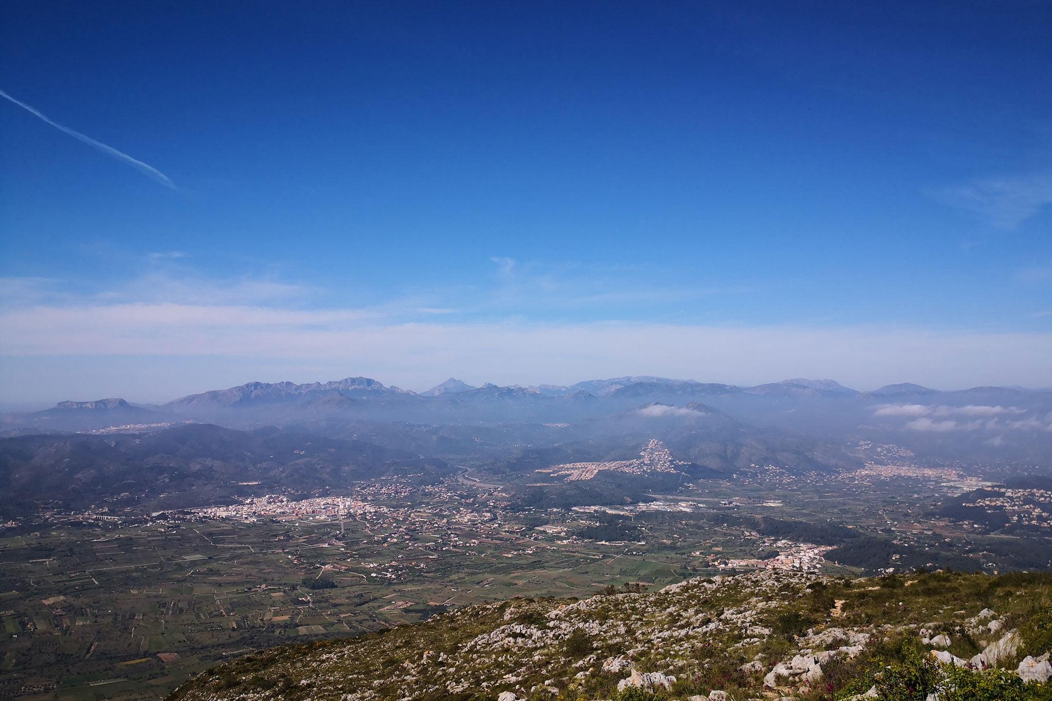 Vistas hacia Gata de Gorgos y Jesús Pobre en la ruta de ascenso a la Creueta del Montgó