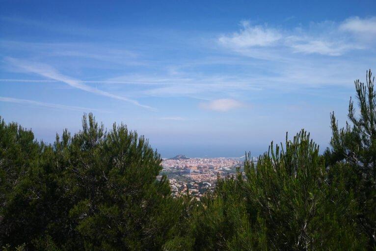 Vistas hacia Dénia durante el ascenso a la Creueta del Montgó
