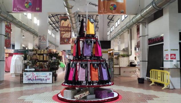 Imagen: Árbol de Navidad solidario del Mercat Municipal