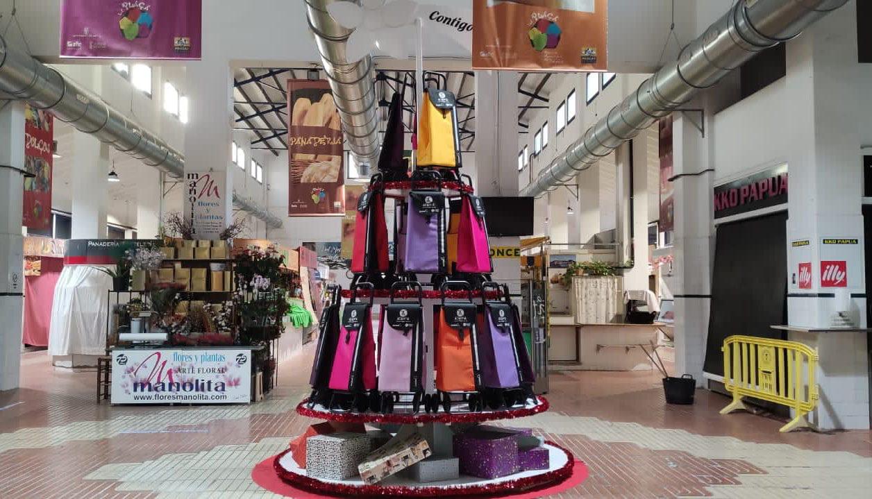 Árbol de Navidad solidario del Mercat Municipal