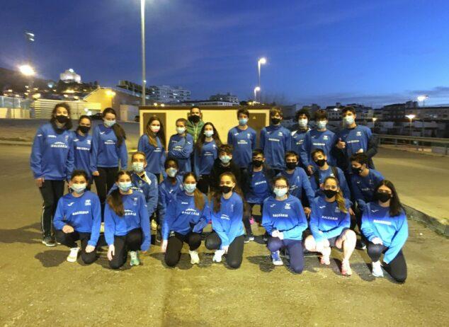 Imagen: Atletas Sub16 de la EMA Dénia-CA Baleària Dianium en Petrer