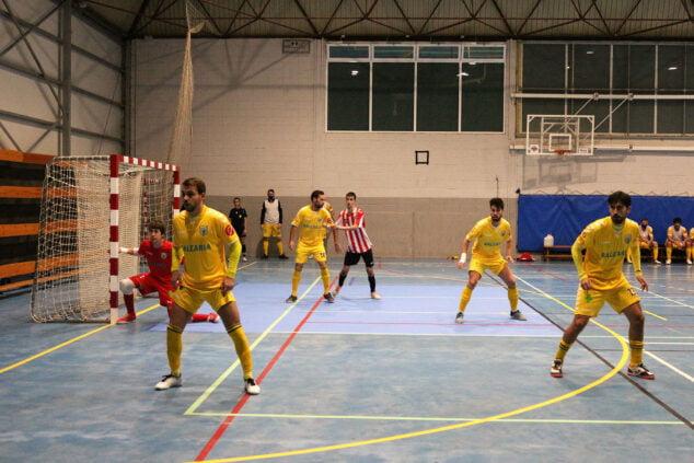 Imagen: El CFS Mar Dénia vence en su regreso al pabellón del polideportivo