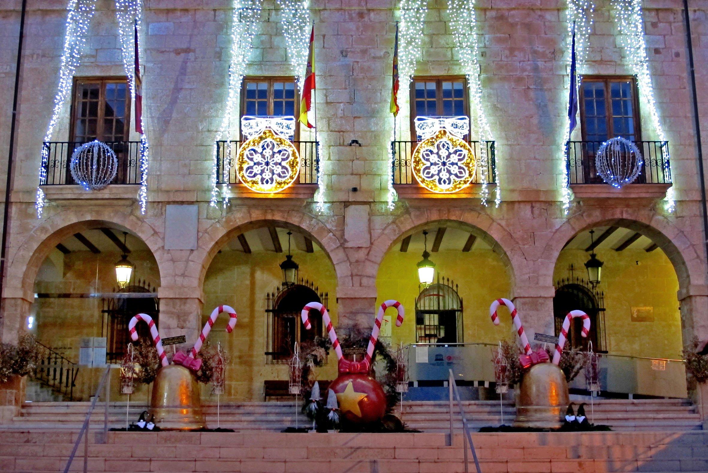 Tres monumentos lucen en la Plaza de la Constitución