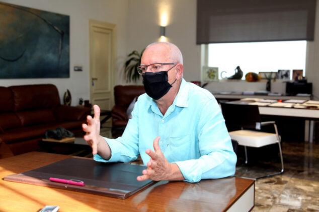 Afbeelding: Vicent Grimalt, burgemeester van Dénia, tijdens een interview dat in september aan dit medium werd verleend