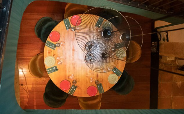 Imagen: Vista cenital de una mesa en La Chula de Cavallers