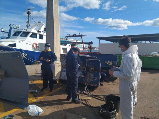 Image: Les étudiants de Creama apprennent l'entretien des bateaux