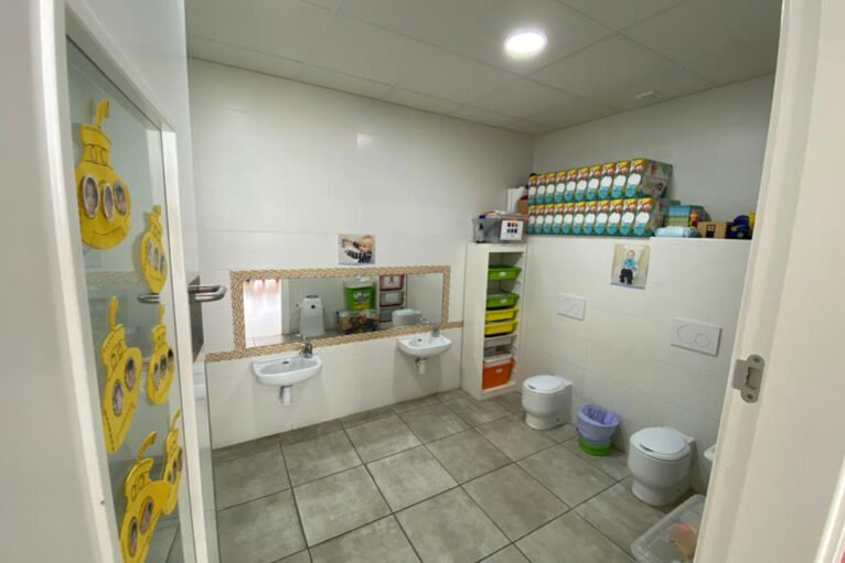 Bathrooms adapted for girls and boys - Bombonets