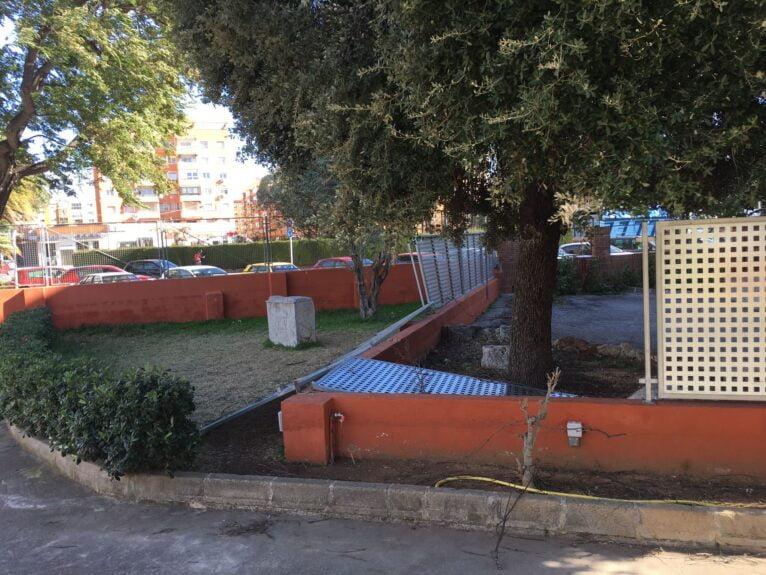 La paroi métallique de l'école de Vessanes tombe