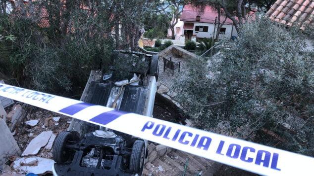 Imatge: Cotxe bolcat a l'interior d'un habitatge