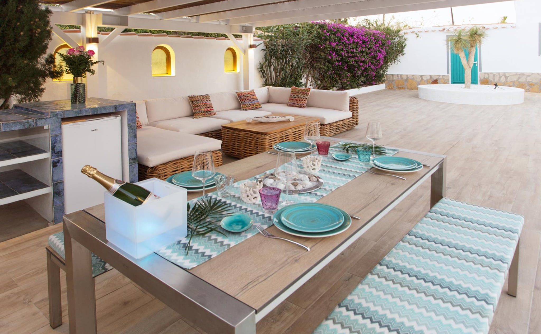 Outdoor dining room in a luxury vacation home in Dénia - Quality Rent a Villa