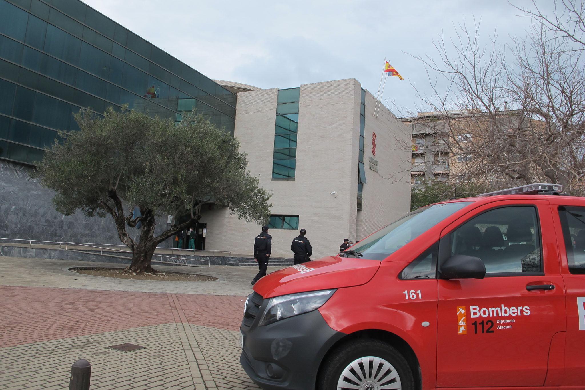 Équipe d'incendie envoyée au tribunal