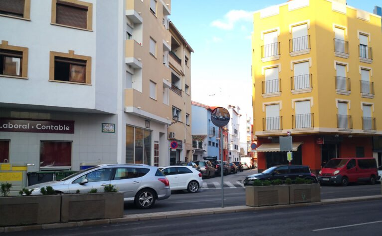 Mirrors for drivers on Avenida de Alicante in Dénia, thanks to Participatory Budgets
