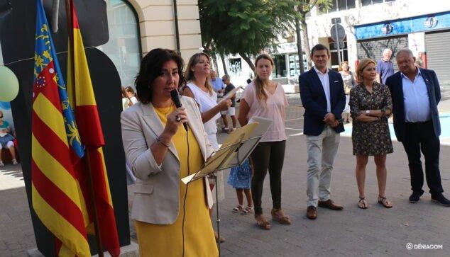 Imagen: María Mut, portavoz del PP, junto a los ediles de Cs y Gent de Dénia durante el acto del 9 d'Octubre de 2019