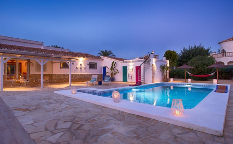 Pool in a luxury vacation home in Dénia - Quality Rent a Villa