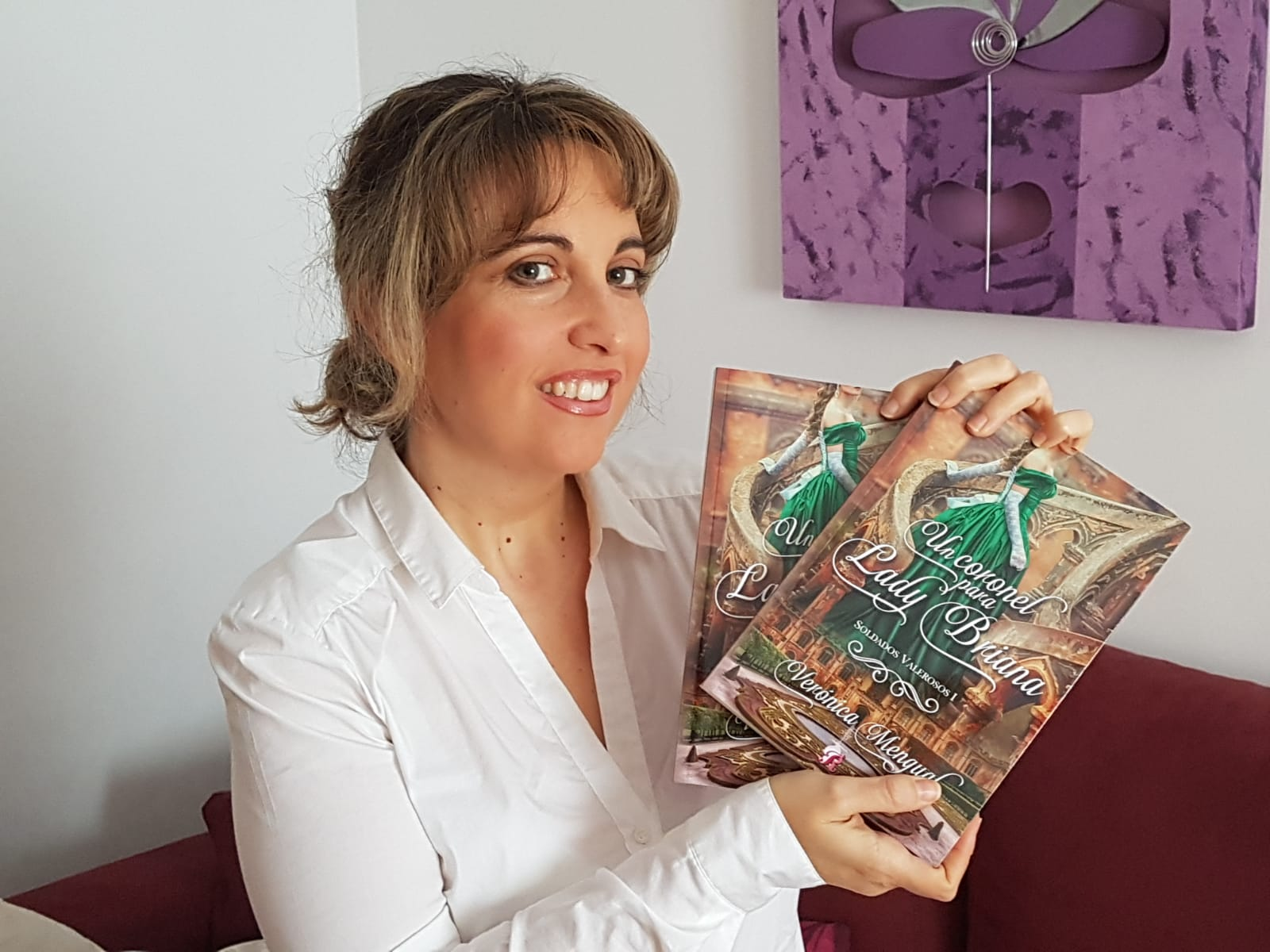 Verónica Mengual presenting one of her published books