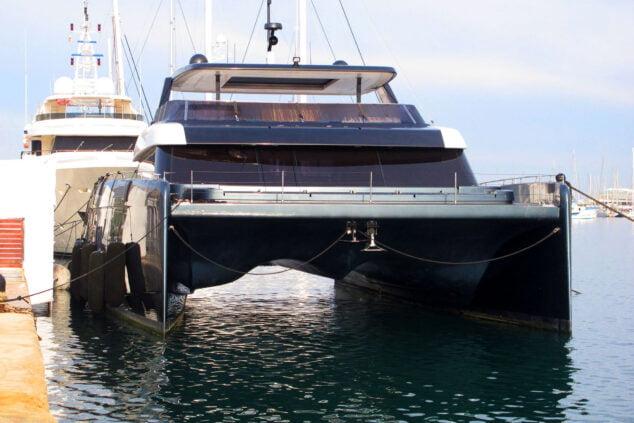 Image: Vue de face du catamaran de Rafa Nadal