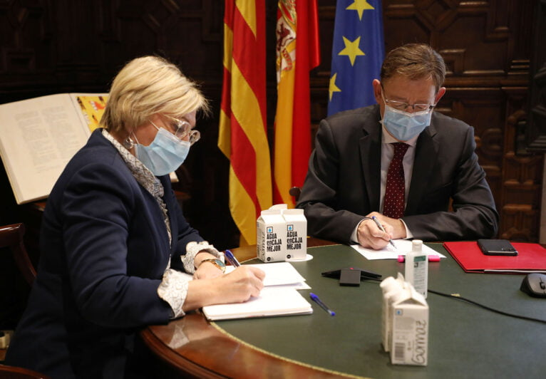 Ximo Puig and Ana Barceló at the meeting with health officials