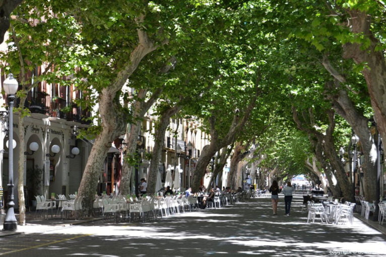 Marqués de Campo street, the nerve center of Dénia