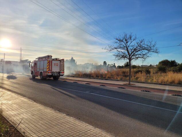 Image: Camion de pompiers près du feu