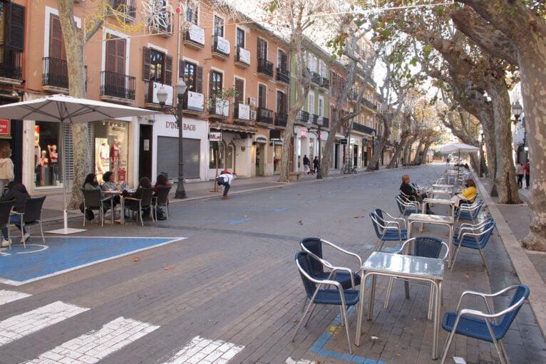 Customers on the terraces of Calle Marqués de Campo