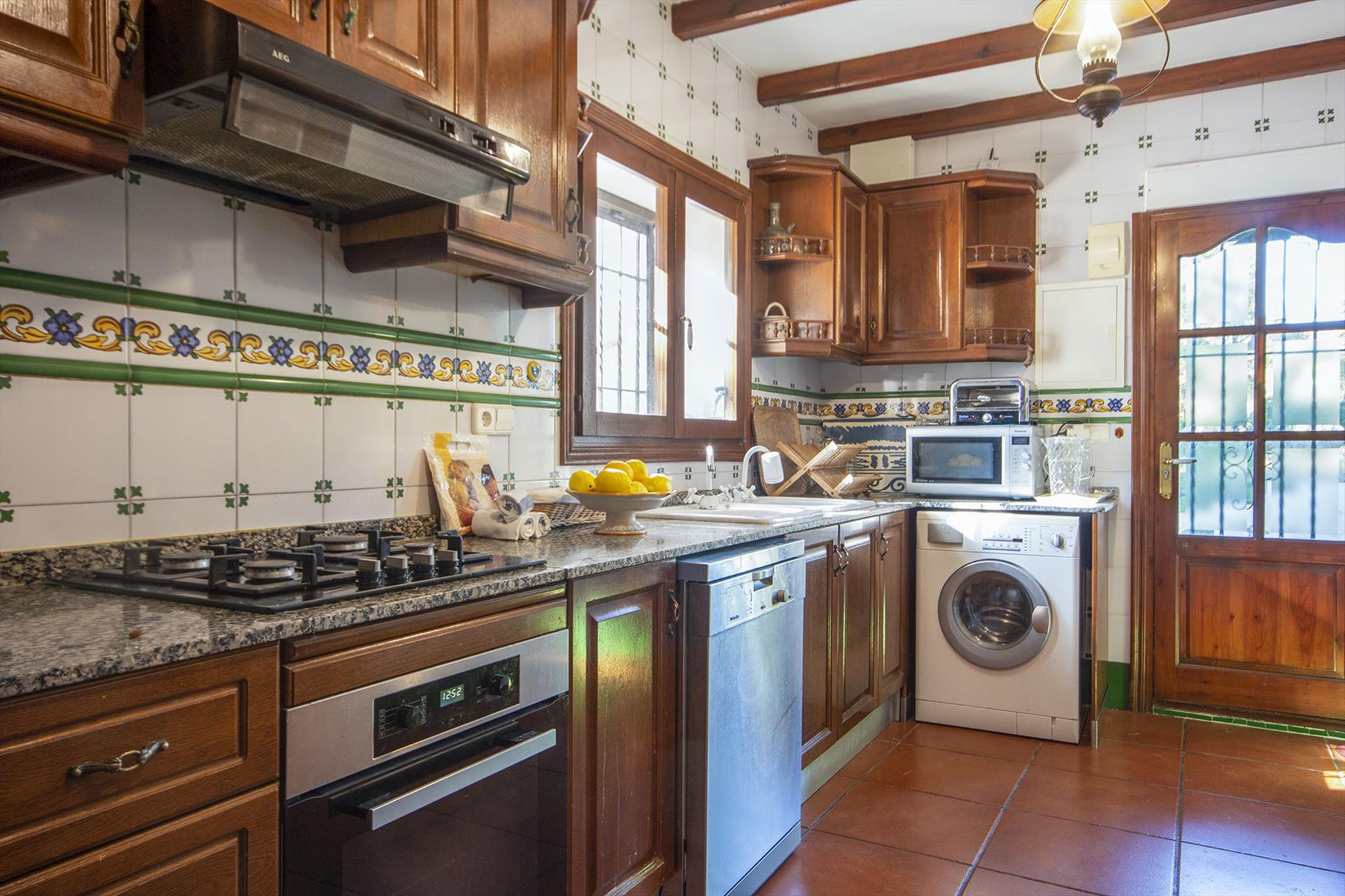 Kitchen in a large vacation home in Dénia - Aguila Rent a Villa
