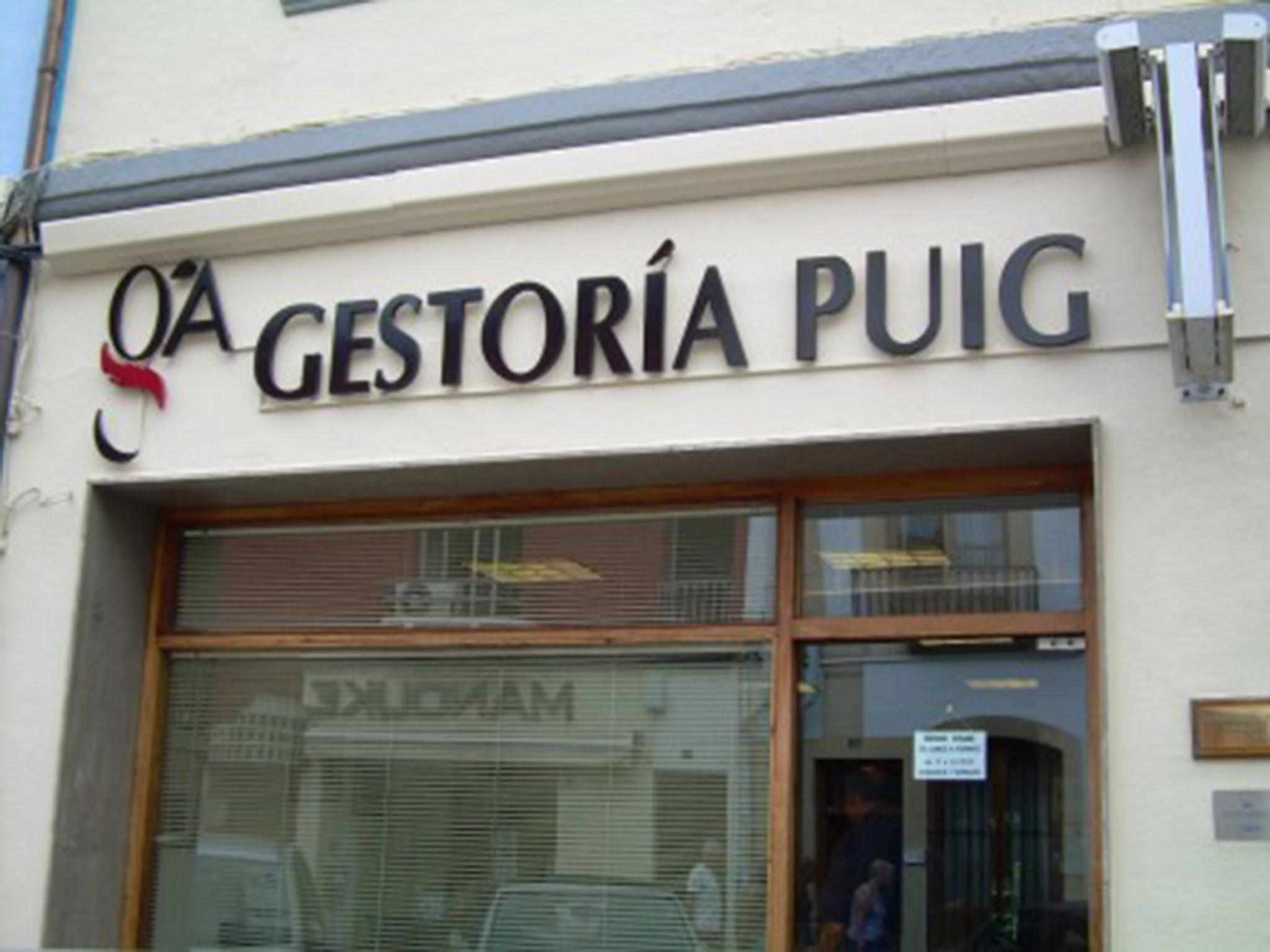 Facade of Gestoría Puig Cañamás