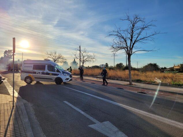 Image: La police ferme la route à la circulation