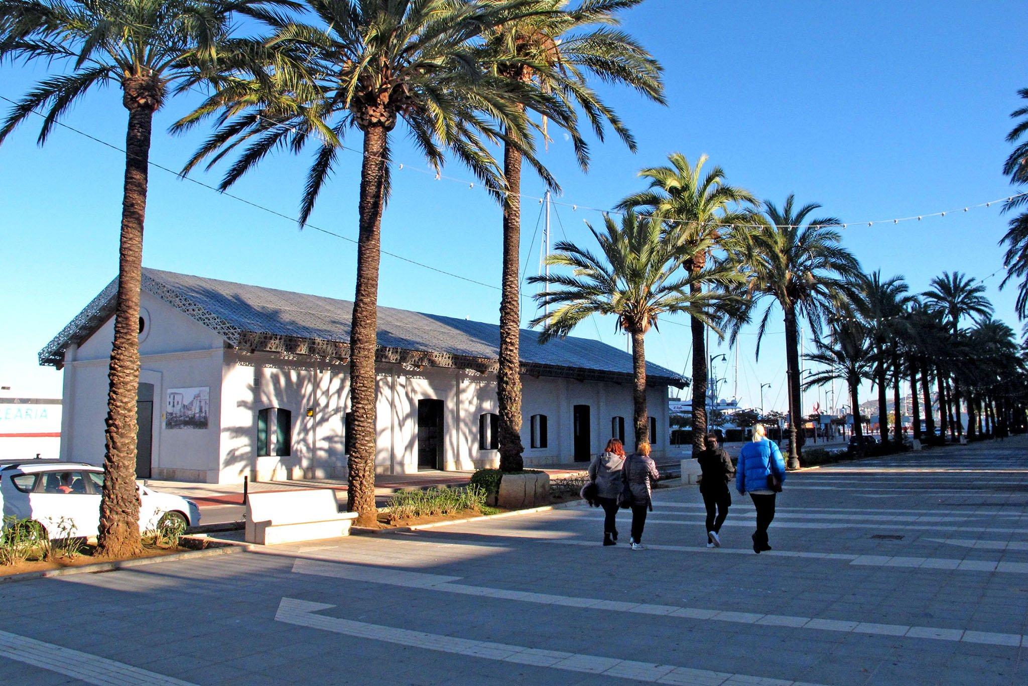 Museu de la Mar next to the Esplanade Cervantes and the port of Dénia