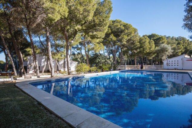 Imagen: Piscina en una casa grande de vacaciones en Dénia - Aguila Rent a Villa