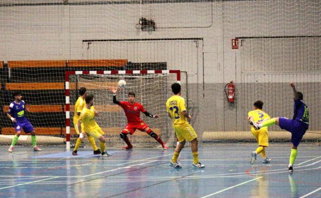 Image: Le gardien del Mar Dénia arrête un tir de Futsal Lleida