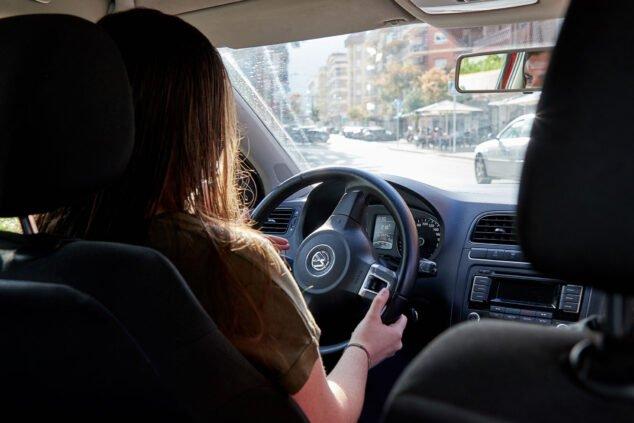Imagen: Prácticas con coche automático en Autoescuela Guillem