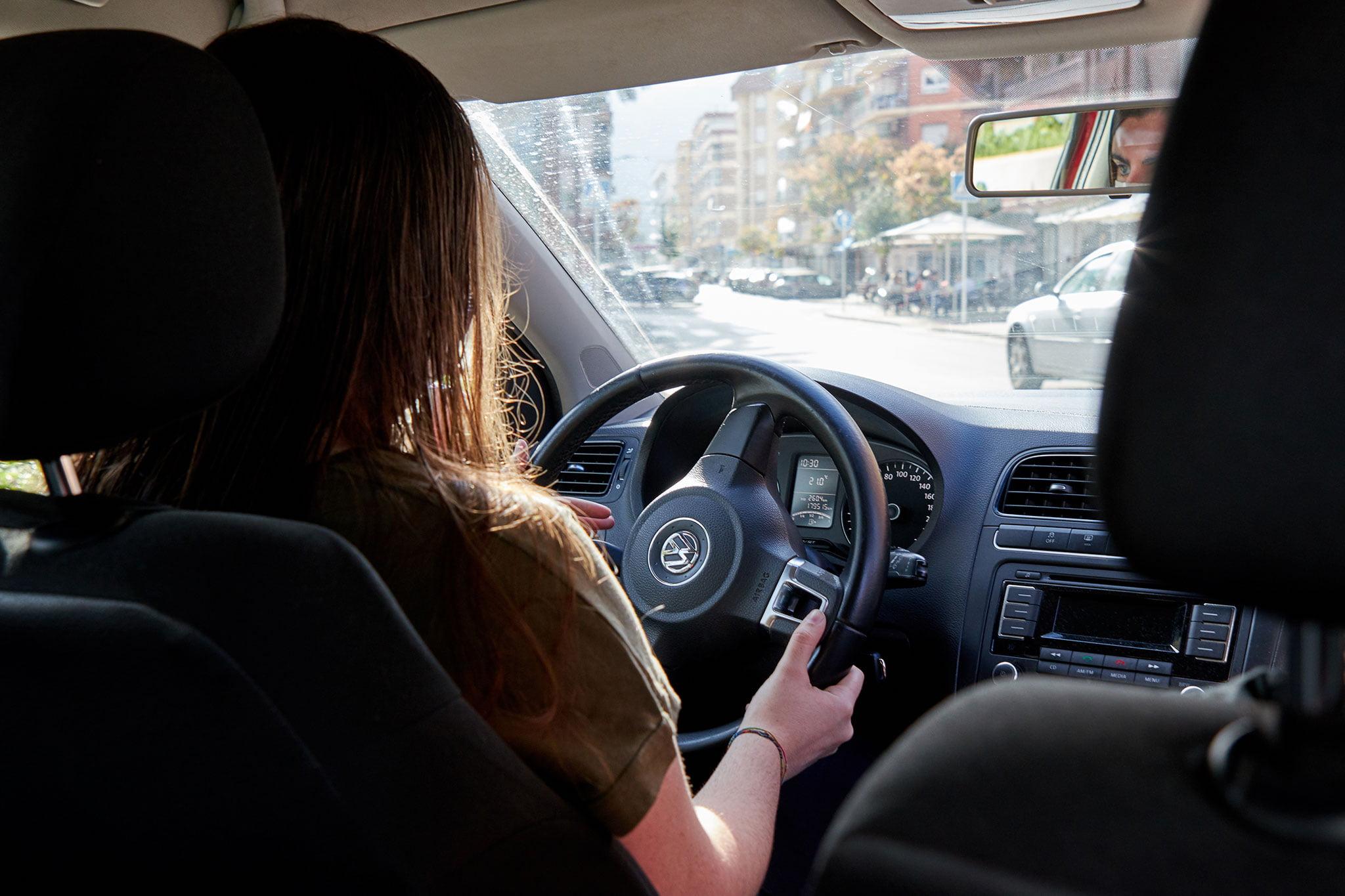 Pratiques avec voiture automatique à l'école de conduite Guillem