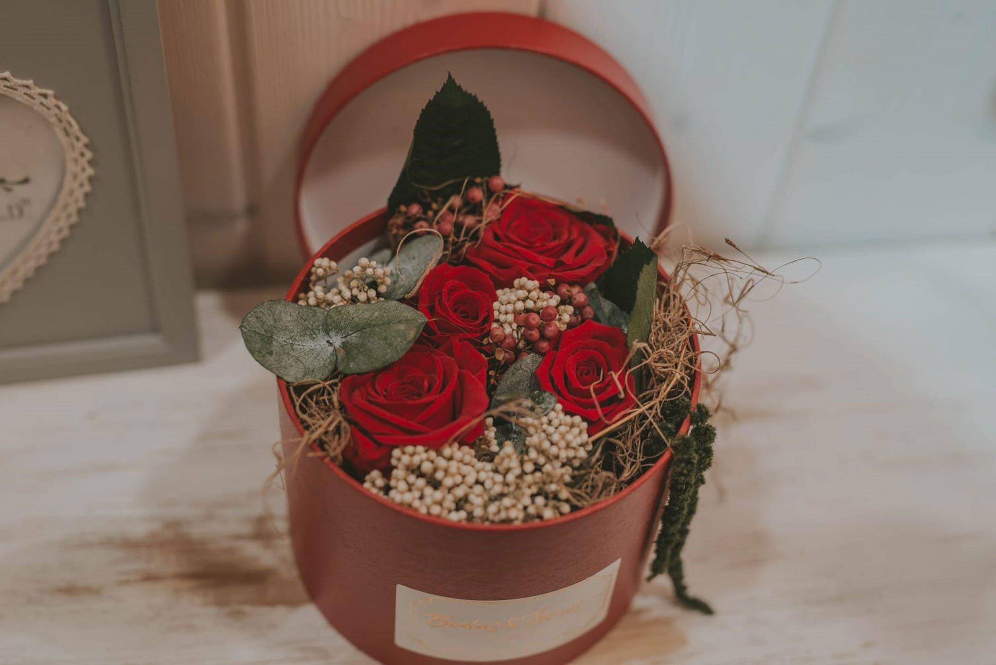 Boîte à chapeau fleur conservée pour la Saint-Valentin - Mariages et fleurs