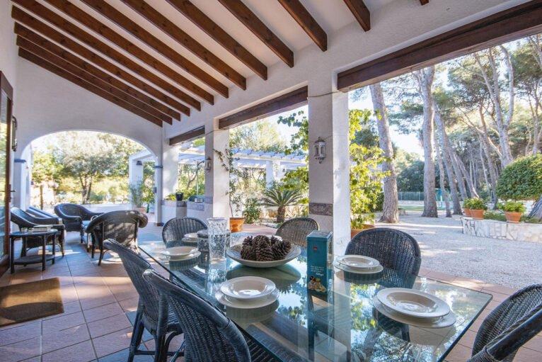 Terrasse couverte dans une grande maison de vacances à Dénia - Aguila Rent a Villa