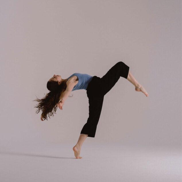 Imagen: Un momento de una actuación de Lucía, alumna de Escola de Dansa Mª Ángeles Signes