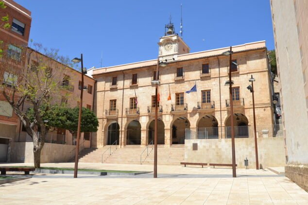 Imagen: El ayuntamiento de Dénia, situado en la plaza de la Constitució