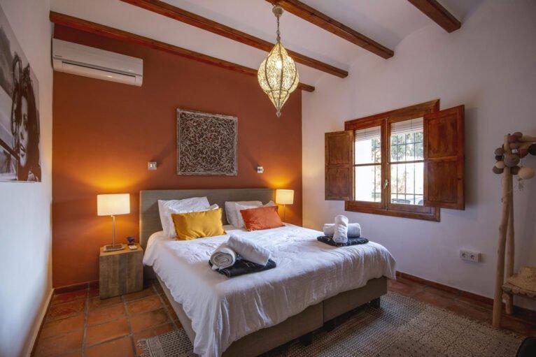 Una de las habitaciones de una villa de vacaciones en Dénia - Aguila Rent a Villa