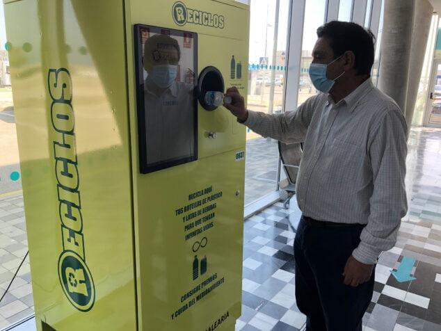 Imagen: Máquina de reciclaje a cambio de recompensas