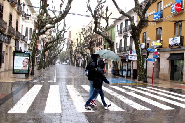 Imagen: Marqués de Campo bajo la lluvia durante el puente de Sant Josep