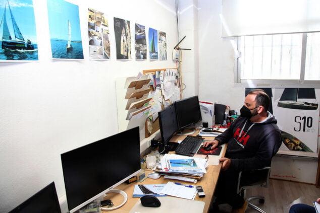 Imagen: Paco Pons en la oficina de Sarch