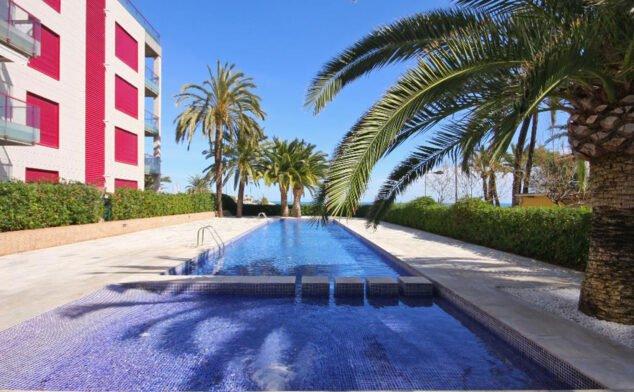 Imagen: Piscina de un apartamento moderno de vacaciones en Dénia - Quality Rent a Villa