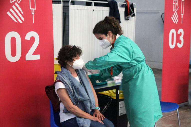 Proceso de vacunación masiva en la Marina Alta 02