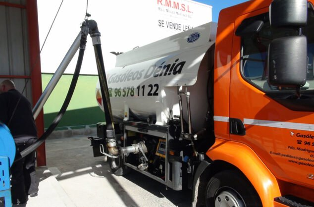 Imagen: Repostaje de camiones de Gasóleos Dénia
