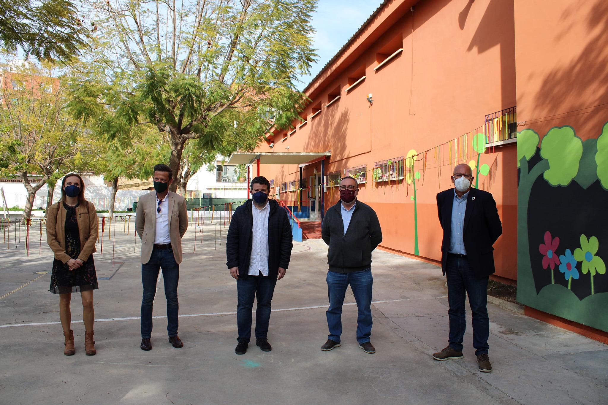 Representantes del Ayuntamiento y de los colectivos fiesteros de Dénia